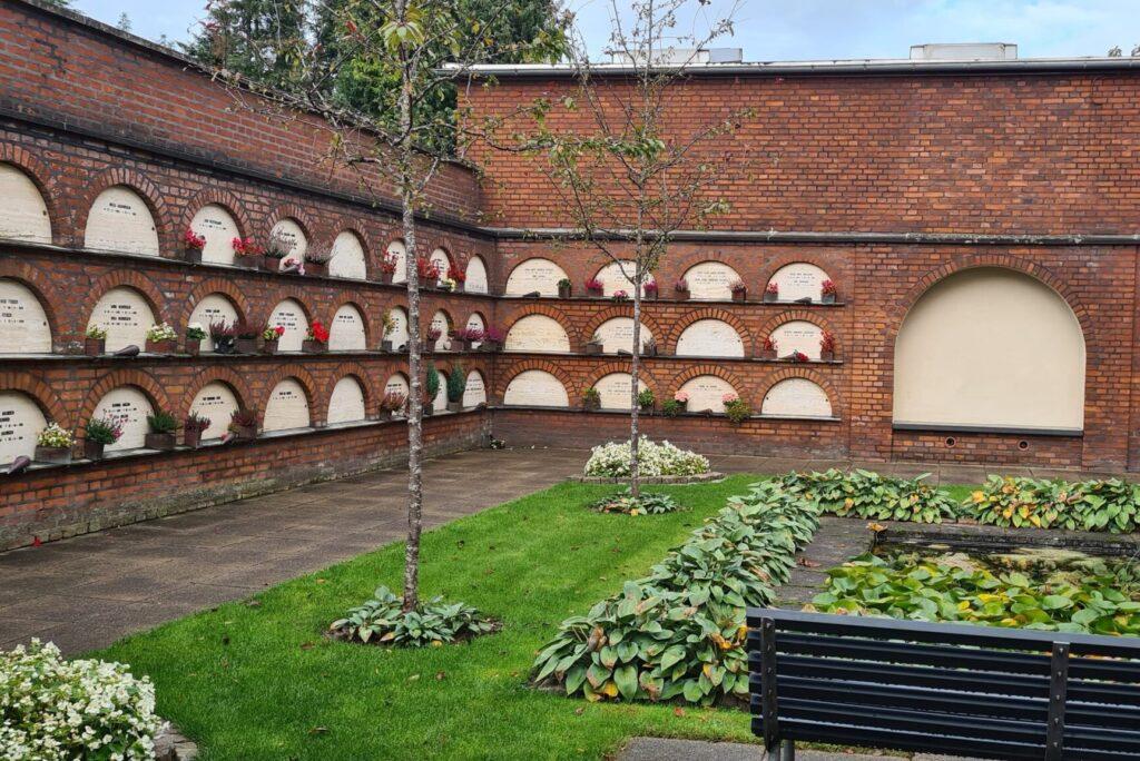Søby begravelse Urnevæg Urnegården med urnemur på Vestre Kirkegård Silkeborg